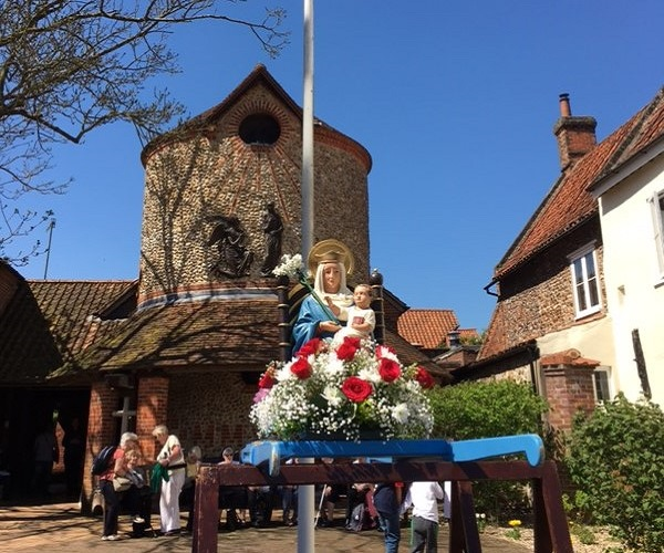 Les grands pèlerinages chrétiens à partir de l`Angleterre au Moyen-Âge - Canterbury -Terre-Sainte - Rome - Compostelle Walsingham-1